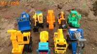 复仇者联盟发现大量汽车挖掘机玩具车,婴幼儿宝宝玩具过家家游戏视频H989