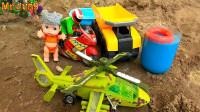 直升飞机和汽车帮助摩托车和娃娃,婴幼儿宝宝玩具过家家游戏视频H1230