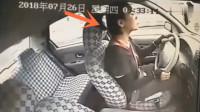 """女司机考试惊现""""神操作"""",教练发现不对劲,难以置信"""