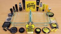 左边黑色彩妆,右边黄色化妆品,混合做无硼砂泥,最后会是什么颜色