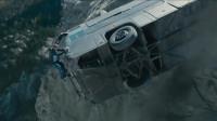 速度与激情7:范老大保罗公路劫车,上演劲爆汽车追逐战,精彩!