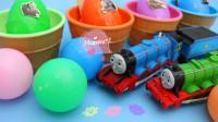 彩色海洋球里的托马斯小火车