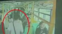 武汉一男子公交车上后排猝死2个多小时 车跑2来回无人发现