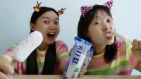 """俩闺蜜吃""""冰打糕"""",冰棍、糕点争论不休,好吃超逗趣"""