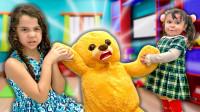 糟糕!两个萌宝小萝莉怎么在抢一只大熊?还在抢小猪佩奇吗?儿童亲子趣味游戏玩具故事