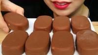 国外女吃货,吃8个巧克力冰淇淋,这牙口真不错,吃得真馋人