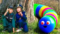 越看越惊险!萌宝小正太怎么遇见大虫子?谁能帮忙逃出去呢?儿童亲子趣味游戏玩具故事