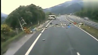 """灵异事件:监控拍下运尸车在高速上莫名出车祸后,""""死尸""""复活"""