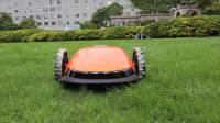 轻轻松松! 这个割草机器人充电一次可以割700平方米