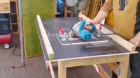 牛人自制圆锯架,可折叠放角落,支撑起来能当台锯!