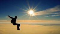 神操作!他不带伞从7620米高空着陆 创造吉尼斯世界纪录
