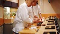 """日本94岁寿司之神的""""变态""""服务,做菜全凭感觉,章鱼按摩50分钟"""