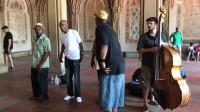 黑人灵魂乐队真功夫清唱,在纽约中央公园演唱吸引了大批人潮
