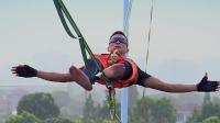 施海林带来亚洲首次高空扁带挑战,表演时众人揪心高空勇士为父亲而战 中国达人秀 20190825