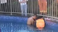 阳江:泳池吸水口吸住女孩右手 消防紧急救援