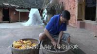 農村四哥:幺媽切筍子回家,幺叔做好飯菜等,雖不是色香味俱全但好吃到心里