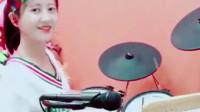炫酷的妹子,用架子鼓把《世界第一等》前奏都打得这么利索