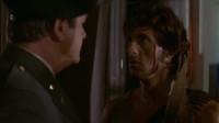 第一滴血:狡猾的警长躲在天台,蓝波一挺机枪教他做人!太帅了!