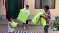 5岁儿子去县城上幼儿园,婆婆一早背6斤棉花缝被子,这被子真暖和