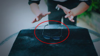 魔术揭秘:教你用普通眼镜神奇的漂浮起来,原来手法非常简单!
