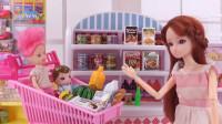 芭比一家四口去超市购物,小宝宝看到什么就买什么