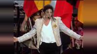 迈克尔杰克逊的痉挛唱法,是非常特别的