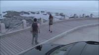 美女陪摄影师来海边,不料却一吻定情,真是让人羡慕啊