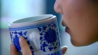 雪梅发现侍女偷亲将军用过的碗,刚上前呵斥,就被老侍女反咬一口