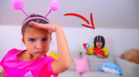 超搞笑!萌宝小萝莉远望着什么呢?为何小正太躲在她后面呢?儿童亲子游戏玩具故事
