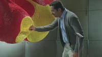 小伙动了一块糖,导致艺术大师的心血被毁掉了,太搞笑了!
