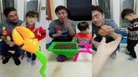 吃播一家人:大螃蟹棒棒糖,好看又好玩!