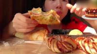 美女直播吃三明治,大口大口吃得真香,她竟吃出了幸福的味道