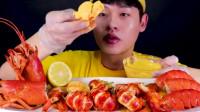 小哥吃小龙虾蘸这么多芝士酱,还能吃出来虾的味道吗