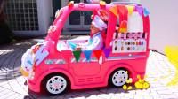 萌娃小可爱驾驶着漂亮的玩具小餐车出门卖冰淇淋啦!小?#19968;?#21487;真是会玩呢!