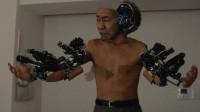 大叔被外星飞船砸死后,被改造成机器人,拥有了超能力,漫改电影《犬舍》