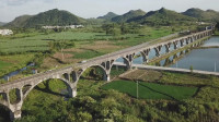 广西山区农村,发现如此高大上的水渠,真是大开眼界