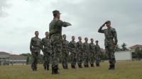 陆战之王:新兵训练总噘着嘴,教官立马感觉不对劲,转身一看懵了