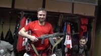 俄冰球MVP获赠奖品AK-47 不愧是战斗民族