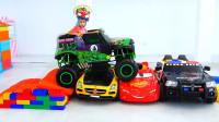 萌娃小可爱们的玩具汽车可真不少呢!两个小家伙可真是顽皮呀!—萌娃:哥哥,加油呀!