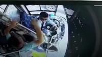 不满公交司机让孕妇前门下车:男子猛锤公交司机32拳