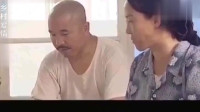 刘能一脸生气样,不料妻子一旁吃东西,吃得可香了!