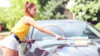 """中国小伙发明""""带毛的棒球杆"""",接瓶矿泉水就能洗车,省钱又省力"""