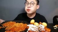 大胃王:美味的烤鸡腿,小哥大口的吃!真得劲