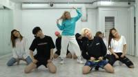宣美新版练习室男女伴舞互换角色,李老师全程憋笑:我太难了