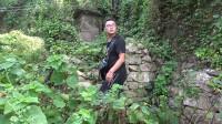 探险浙江舟山最美无人村,小伙从废弃的小学里发现好几口棺材