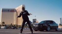 热门舞蹈视频国外小伙街头模仿迈克尔杰克逊太空步舞 堪比原版哦