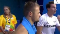 中国队双人10米跳台, 两人默契的像一个人, 外国选手的心哇凉!