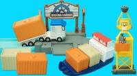 变形警车珀利轨道玩具 特里卡车在货运码头搬运集装箱