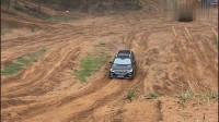 国产自主品牌荣威RX8登场,这动力就是不一样,轻松拿下一个陡坡