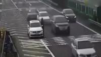 活了40年第一见在高速上这样作死的,没死都对不起高速!